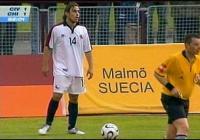 com o short da seleção do Chile